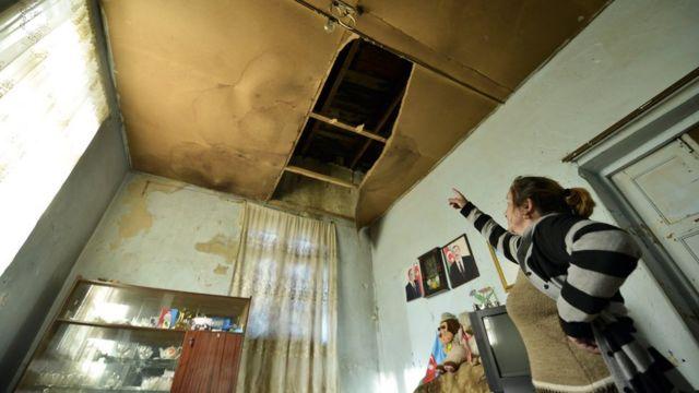 Ötən ilki qışda Albina Məmmədovanın evinin damı uçub. İndi yağış evin içinə yağır.