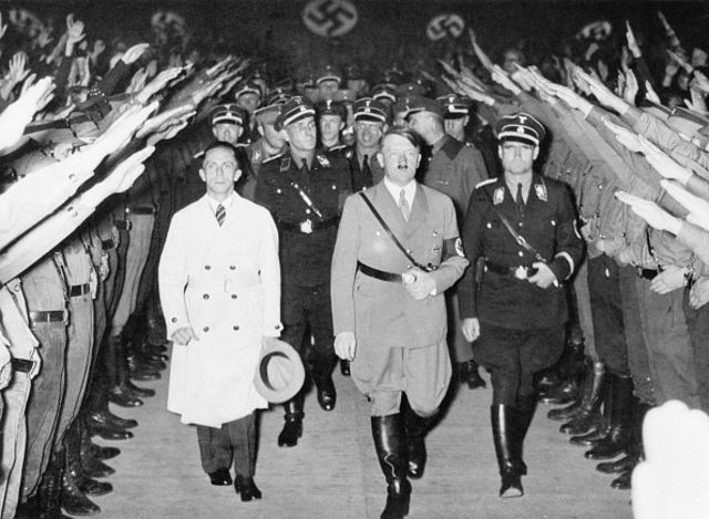 هیتلر و گوبلز ۱۹۳۳