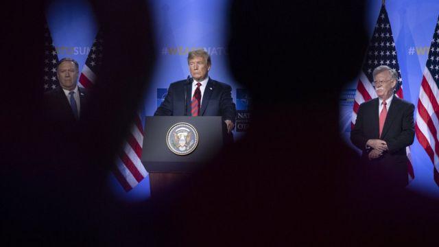 در حال حاضر جان بولتون و مایک پومپئو (چپ)، ستونهای اصلی سیاست خارجی ترامپ هستند
