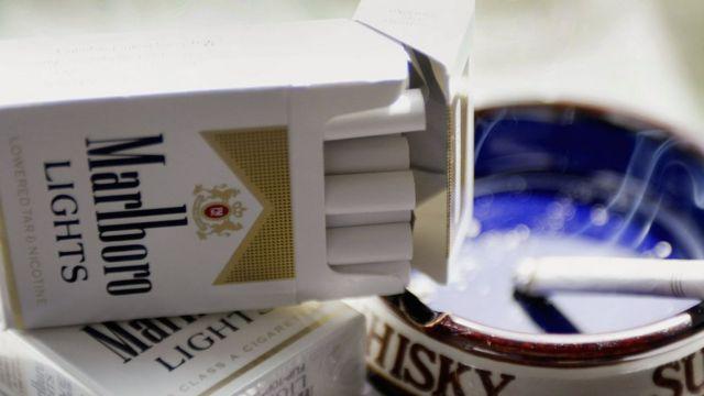 """Dos cosas que en Uruguay ya no existen: cajetillas de cigarros sin anuncios y marca """"light""""."""