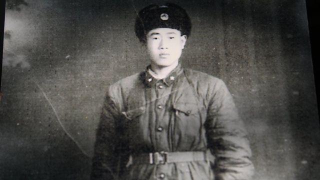 Ông Vương trong quân phục Giải phóng quân Trung Quốc