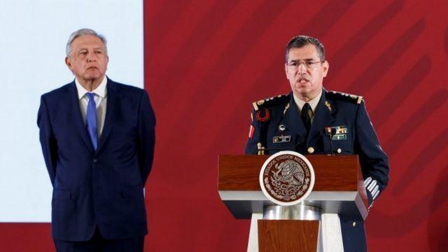 AMLO y Rodríguez Bucio.