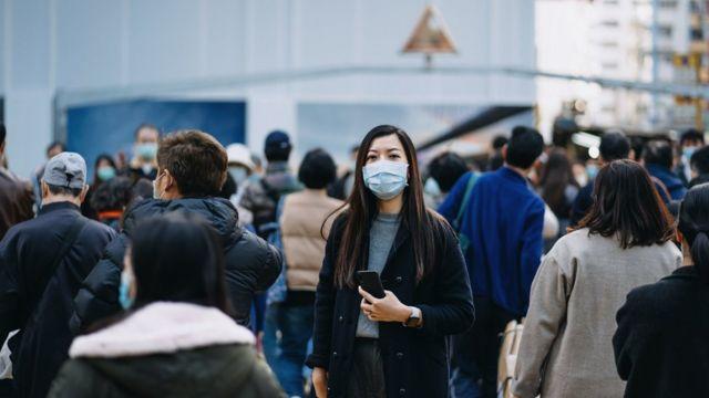 жінка маски