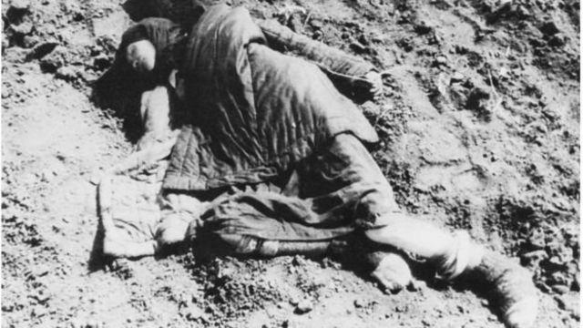 Фото померлих від голоду в Україні