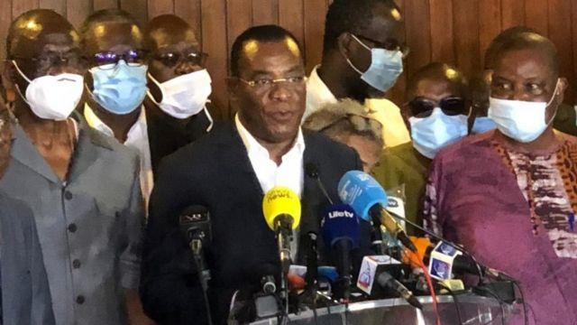 A oposição da Costa do Marfim em conferência de imprensa em Abidjan em 11/02/2020