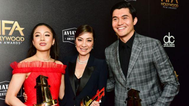 2018年首映的《摘金奇緣》(Crazy Rich Asians)是亞裔美國人慢慢走向大銀幕的一個例子。
