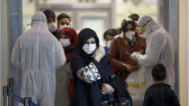 ممنوع اعلام کردن ورود واکسن کرونای ساخت بریتانیا و آمریکا به ایران از سوی آیت الله خامنه ای، واکنش منفی شهروندان را به دنبال داشته