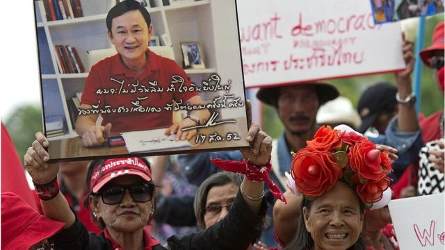 กลุ่มคนเสื้อแดงชุมนุมต่อต้านการยึดอำนาจ ที่ถนนอักษะ