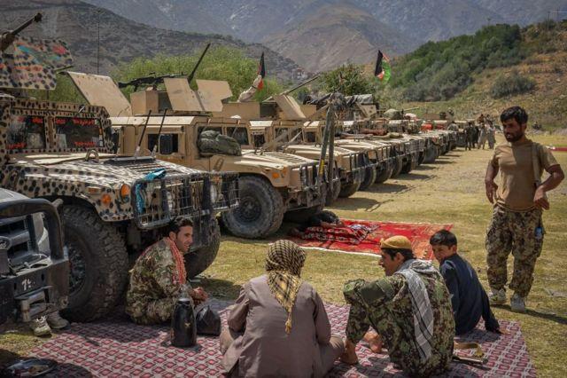 Pençşir vilayetinin merkezi Pazrek'te Taliban'a karşı Afgan güvenlik güçlerini destekleyen silahlı bir grup - 19 Ağustos 2021