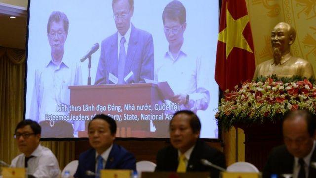 Chính quyền Việt Nam đã cho tập đoàn nhựa Formosa tăng thêm vốn đầu tư và tái khởi động công trình sau một thời gian trì hoãn vì sự cố môi trường