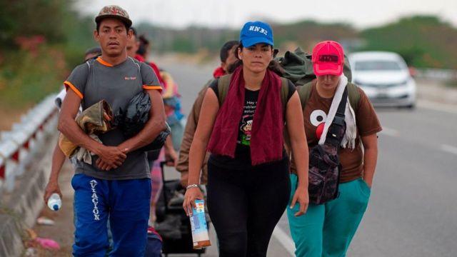 Decenas de miles de venezolanos se han desplazado por vía terrestre hasta países como Ecuador o Perú.