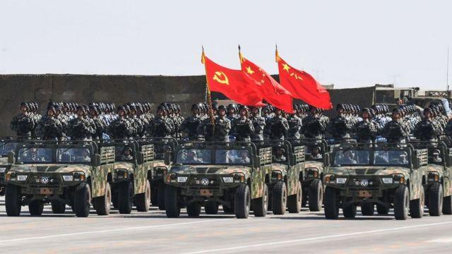 Китайские солдаты на параде
