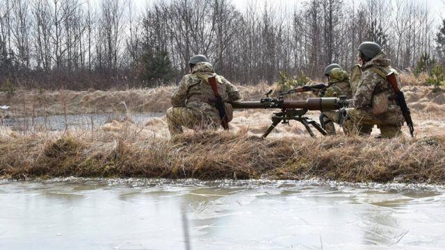 Боррель і Блінкен обговорили стягнення військ РФ до кордонів України