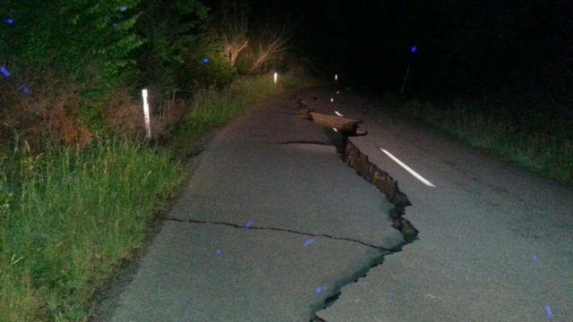 クライストチャーチ北の道路に大きな亀裂が走った