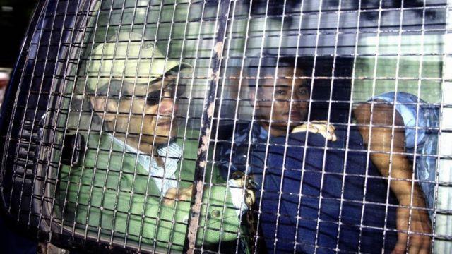 Charles Sobhraj siendo arrestado.