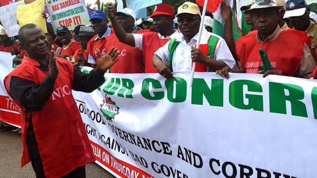 Workers wey dey protest.