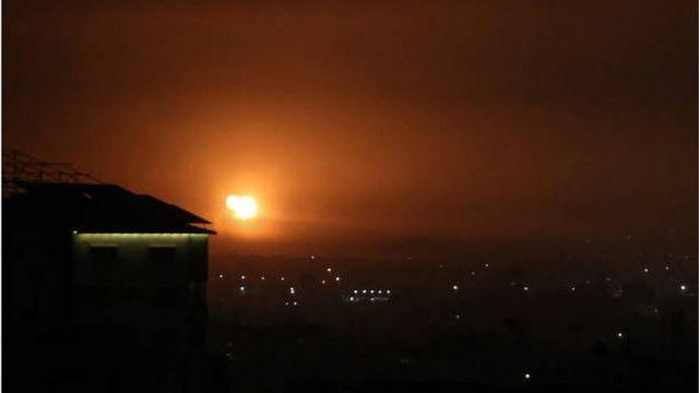 انفجار في رفح جنوبي قطاع غزة عقب غارة جوية إسرائيلية