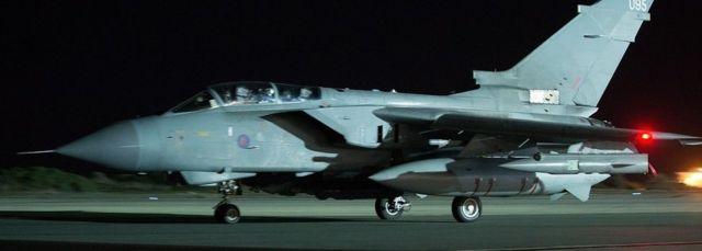 アクロティリ英空軍基地のトーネード戦闘爆撃機(3日)