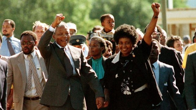 ANC leader Nelson Mandela and wife Winnie raise fists upon his release from Victor Verster prison, 11 February 1990 in Paarl