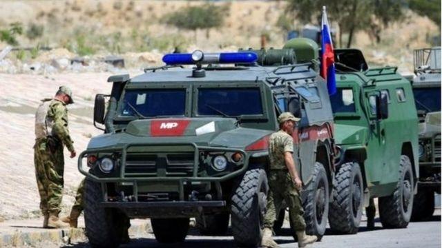 تجهیزات نظامی روسیه در نزدیکی دمشق. روسیه از سال ۲۰۱۵ به حمایت از بشاراسد در جنگ داخلی سوریه درگیر بوده است