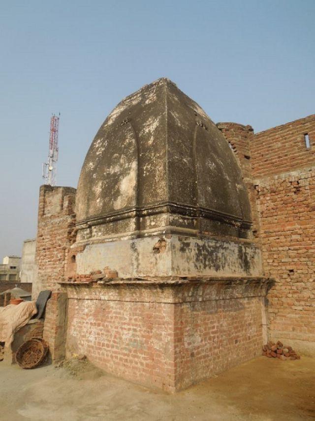 झेलम का एक वीरान मंदिर