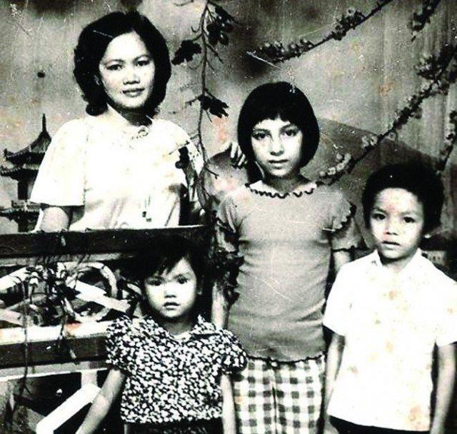Hình chụp tại Cam Ranh năm 1980 - Mẹ, Phi Nhung và hai em