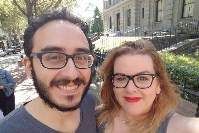 Mehmet y Jacquelyn, de 31 y 33 años, viven en Nueva York y han estado casados dos años.