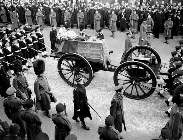 موكب جنازة جورج السادس في وندسور عام 1952