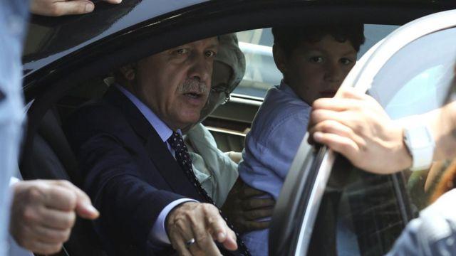 Эрдоган в автомобиле