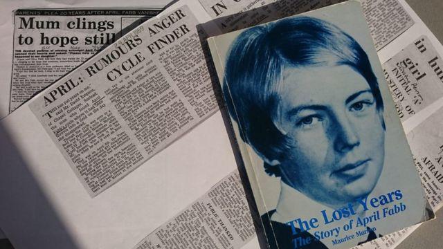 Recortes de jornal com retrato de April