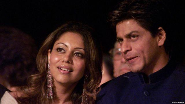 सात वर्षांच्या ओळखीनंतर शाहरुख-गौरीने लग्न केलं.