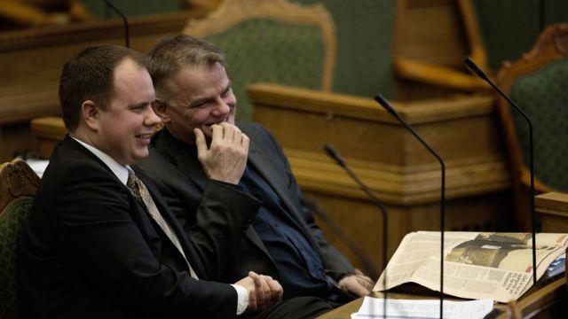 デンマーク国民党の議員たちは法案に賛成した(26日)