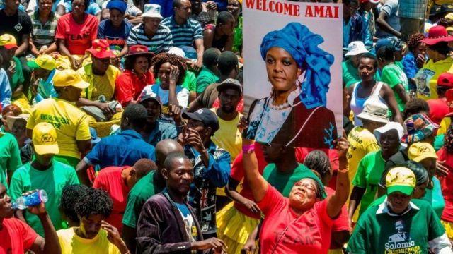 Abayoboke ba Madamu Mugabe baje kumushigikira ku biro bikuru vy'umugambwe