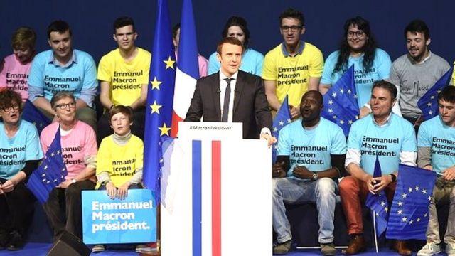 C'est peut-être parce qu'il transcende les clivages politiques que Macron engrange des soutiens dans les différentes familles politiques.