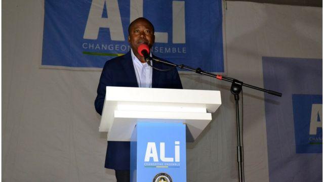 Le ministre de la Communication et porte-parole du gouvernement, Alain Claude Bilie By Nze, s'adressant aux militants du PDG à Libreville, le 28 août 2016.