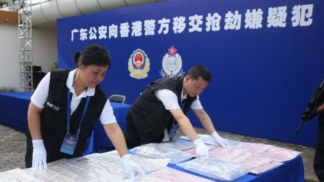 """中国大陆多次按香港要求移交嫌疑犯,但香港因相关引渡法例订明""""不适用于中国其余部份"""",至今未曾公开向大陆移交嫌疑犯。"""