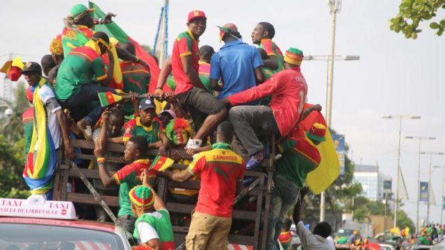 Sur le chemin du stade le jour de la finale, dimanche 05 février, les supporters camerounais mettent l'ambiance