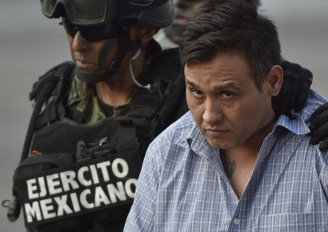 Militares mexicanos conduzem Óscar Omar Treviño, considerado o líder dos Zetas