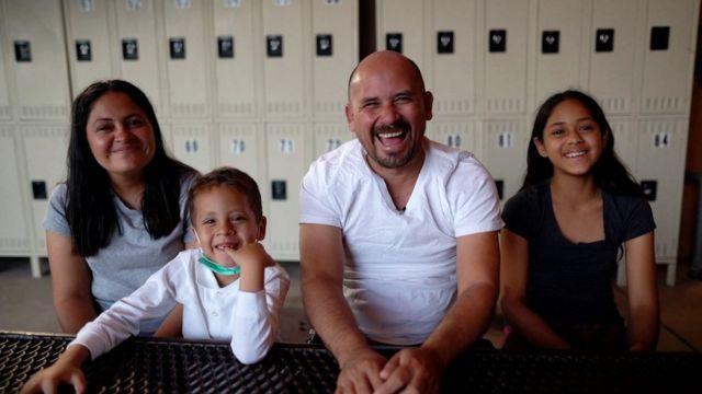 La familia Meza migró desde Nicaragua. De fe cristiana, los adultos quisieron hacerle ver a su hijo más pequeño que el viaje era