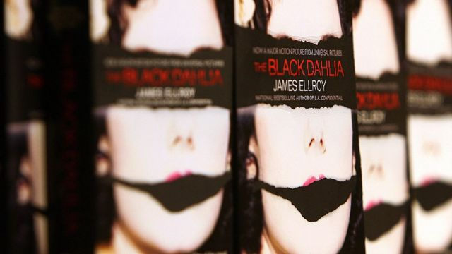 'The black Dahlia' del novelista James Ellroy aparece durante una presentación del autor en 2006 en Santa Monica, cerca de Los Angeles