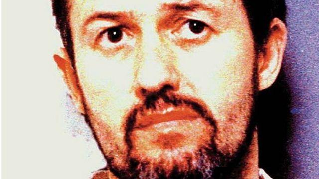 مدرب كرة القدم، باري بينيل، الذي قضى ثلاثة أحكام في السجن بسبب إدانته بالاعتداء على أطفال