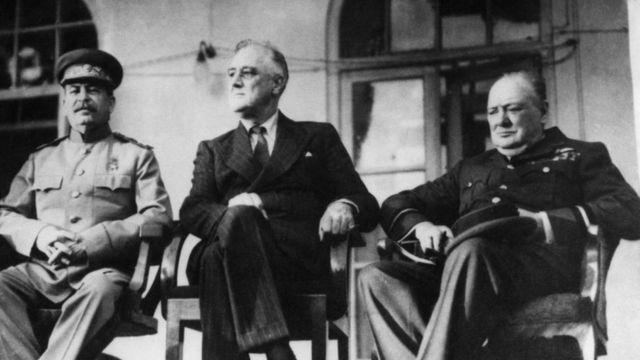 تشرشيل وروزفيلت وستالين في مؤتمر طهران