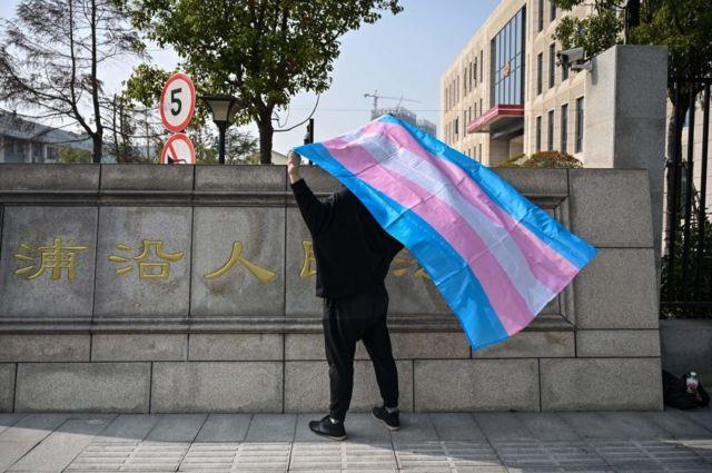 圖為一名中國跨性別女士不滿被解僱而起訴前僱主。