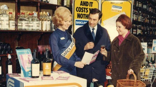 यूके में 1966 में क्रेडिट कार्ड शुरु किया गया था