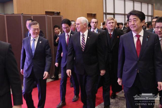 미국 펜스 부통령과 일본 아베 총리는 문 대통령이 환영사를 마칠 때까지 입장하지 않았고 전해진다