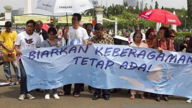 Jemaah gereja melakukan protes atas disegelnya GKI Yasmin pada 11 Maret 2012 dan meminta Susilo Bambang Yudhoyono yang menjadi presiden untuk membiarkan mereka beribadah.