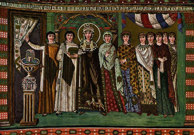 Mosaico em igreja na Itália mostra a imperatriz Teodora com mulheres da corte