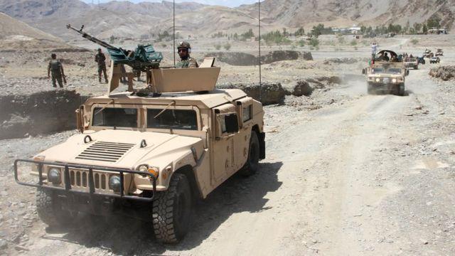 افغان ځواکونه د طالبانو لاس ته د لوېدلیو ولسوالیو بېرته نیولو هڅه کوي