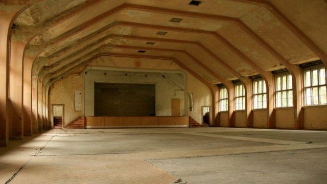 Antiga sala de teatro virou a maior sala da academia militar nazista