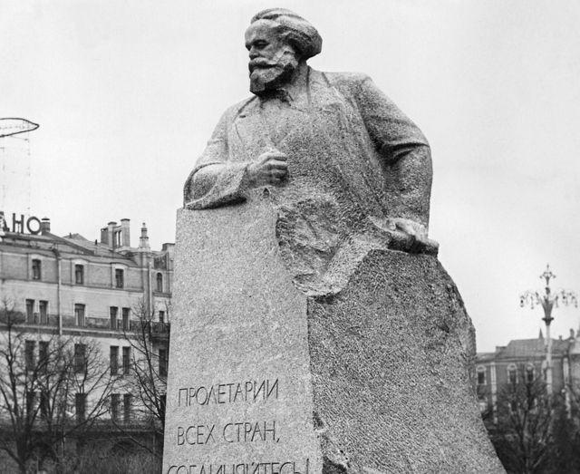 Moskova'daki Karl Marx anıtı
